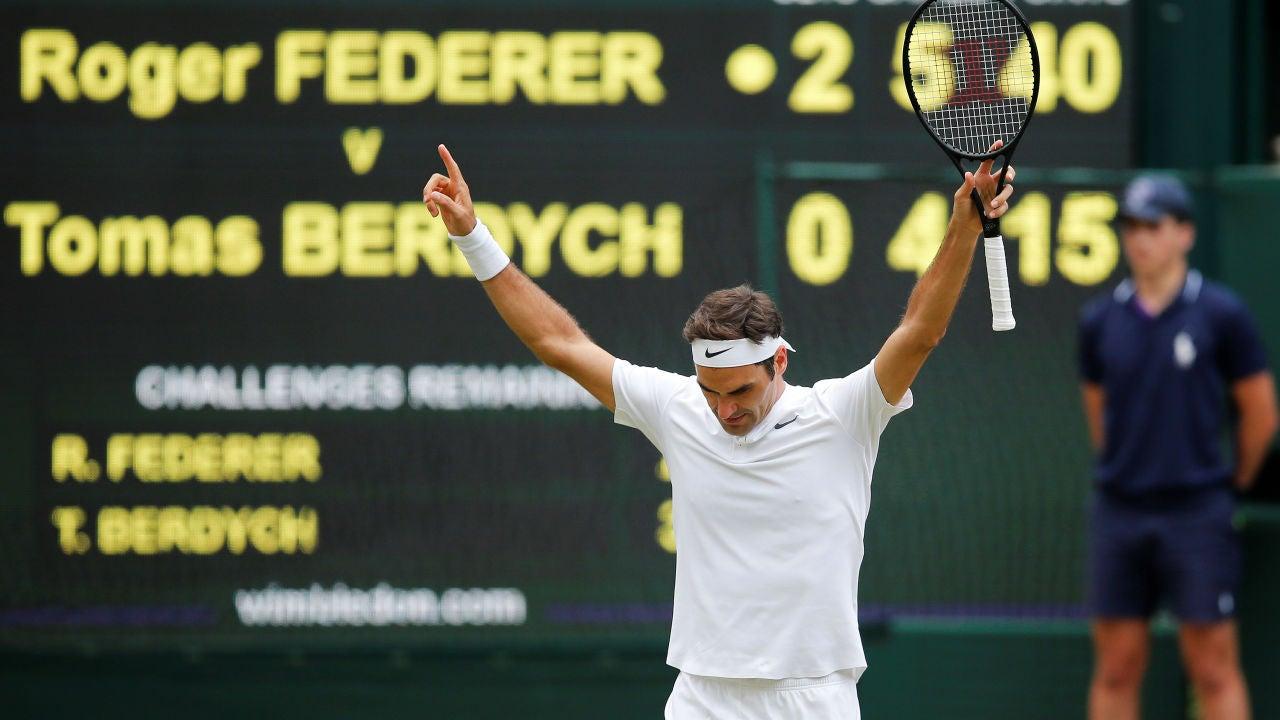 Roger Federer celebra su triunfo ante Thomas Berdych