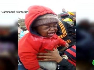 Una patera con 26 y mujeres y 7 niños llega a un islote pidiendo asilo