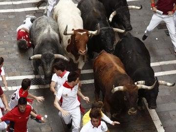 Octavo encierro de San Fermín 2017 con toros Miura