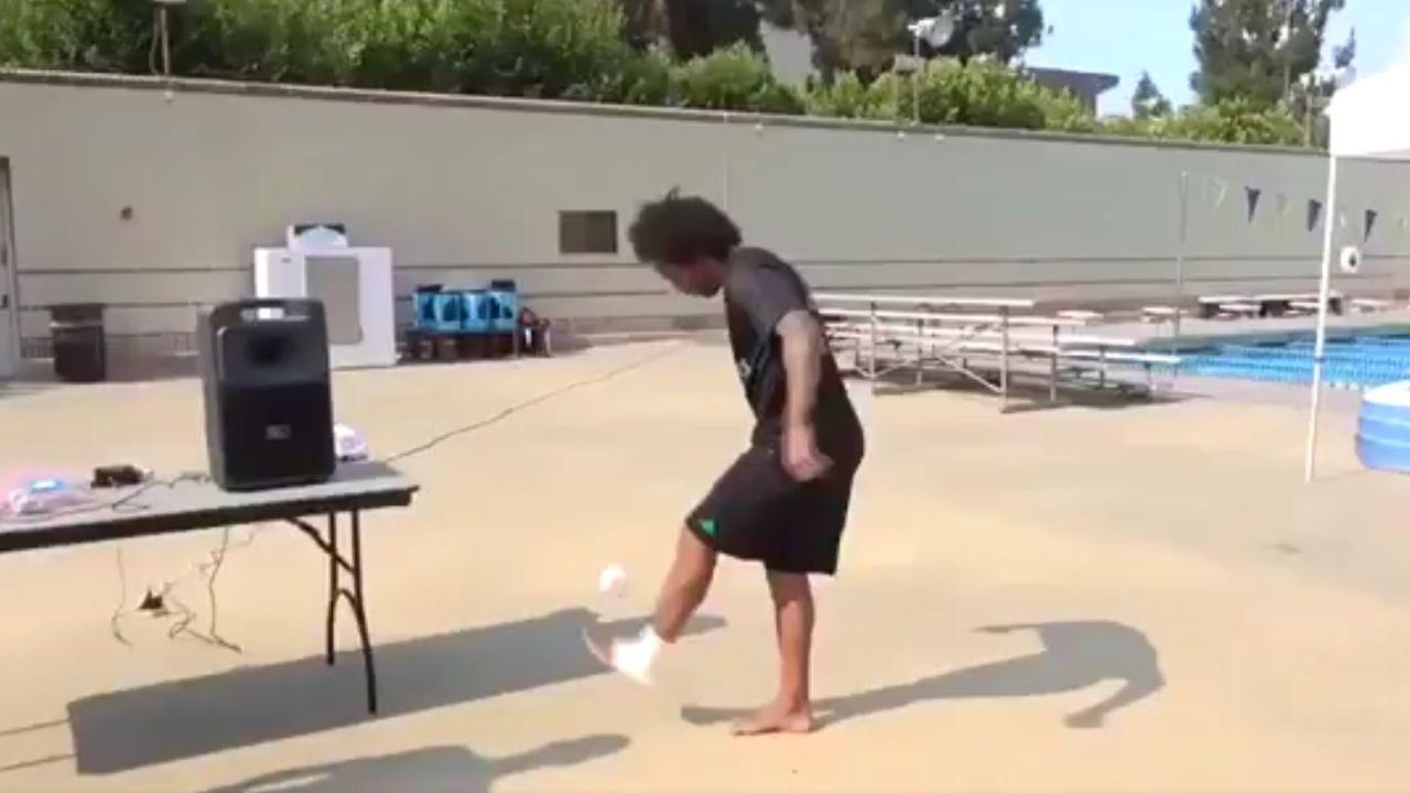 Marcelo da toques a unos calcetines en la pretemporada en Los Ángeles