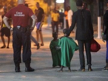Los servicios de emergencias trasladan a los menores al CETI