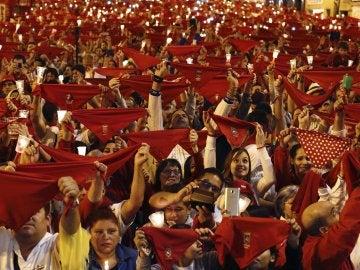 """Miles de personas han entonado en diferentes puntos de Pamplona el tradicional """"Pobre de mí"""""""