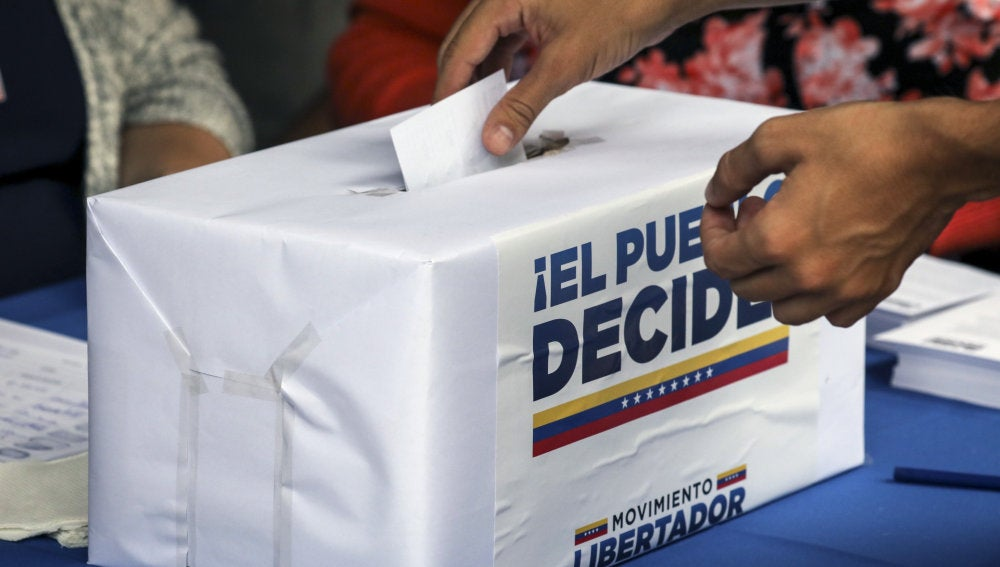 Urnas de la consulta popular venezolana