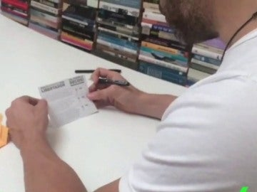 Lepoldo López votando el plebiscito desde su casa