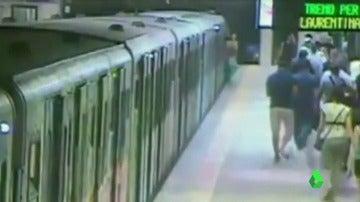 Suspenden al conductor de metro de Roma que arrastró a una mujer varios metros