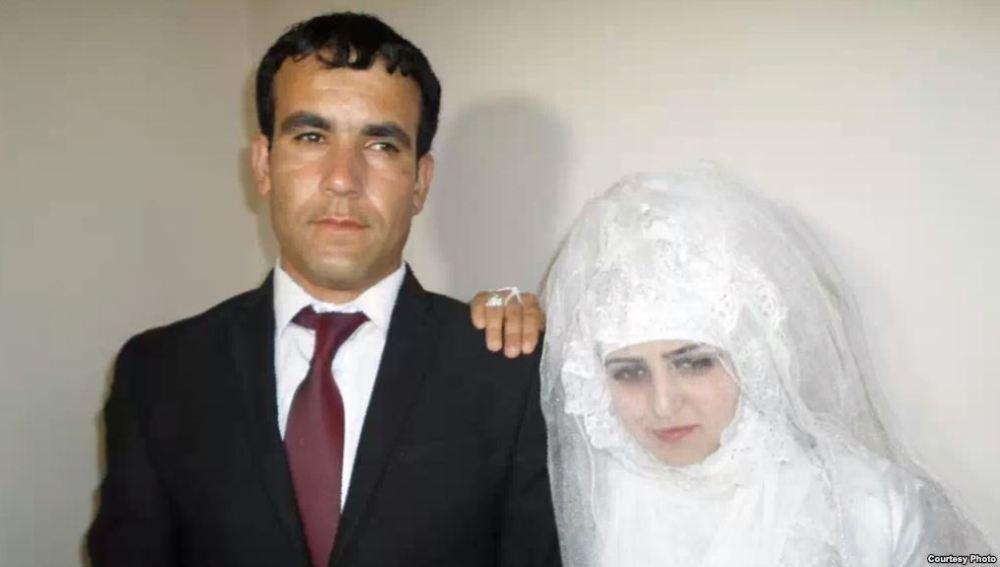 Rajabbi Khurshed junto a su marido Zafar Pirov el día de la boda