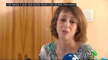 Juana, obligada a entregar a sus hijos a su exmarido maltratador