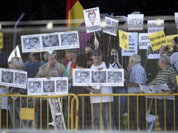Manifestantes fuera de la Audiencia Nacional
