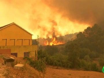 Los incendios obligan a evacuar a 10.000 personas en Francia y 10 aldeas en Portugal