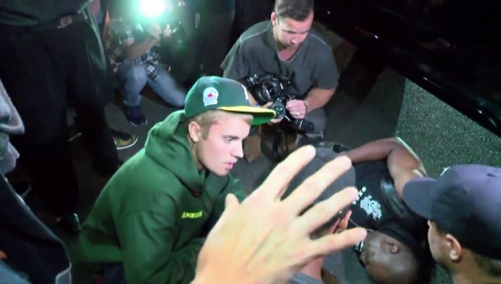 Justin Bieber atropella a un fotógrafo con su camioneta