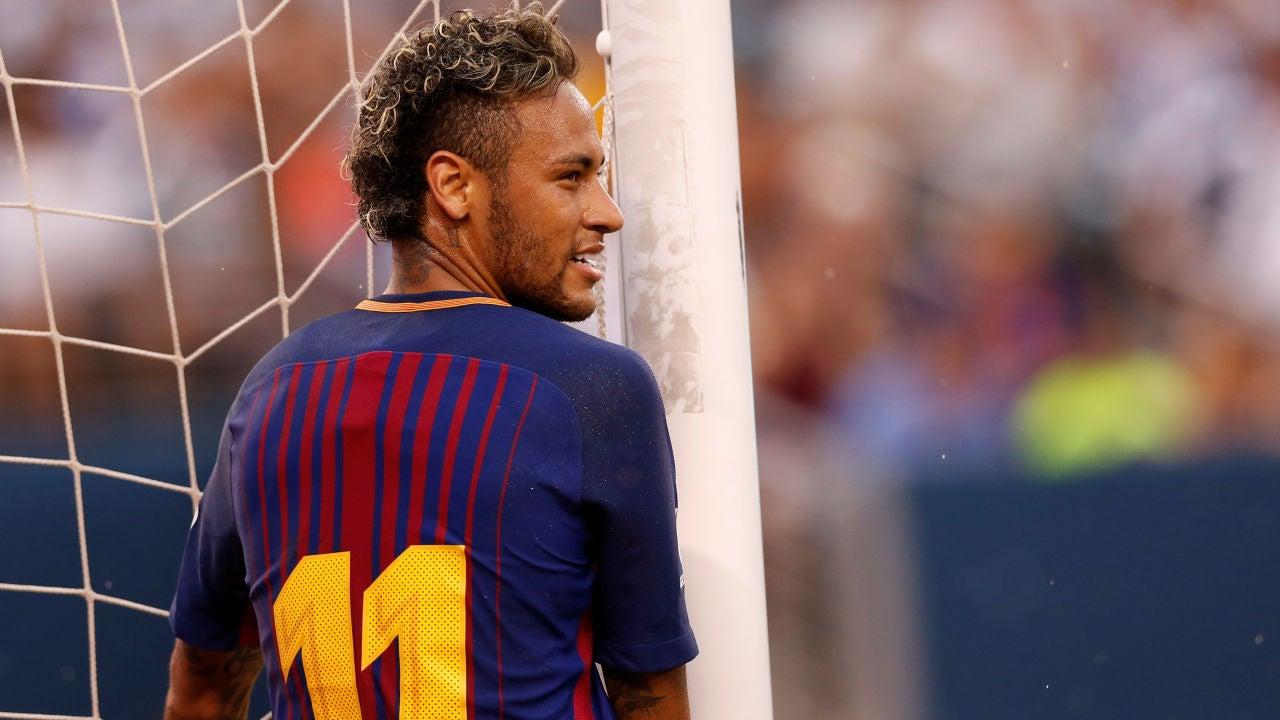 Neymar sonríe en un partido con el Barcelona