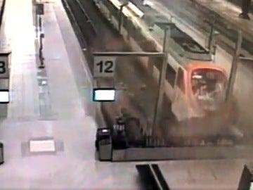 Impacto de un Cercanías en Barcelona contra el tope de vía