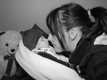 Una madre publica fotos de su bebé muerto y recibe multitud de críticas en las redes