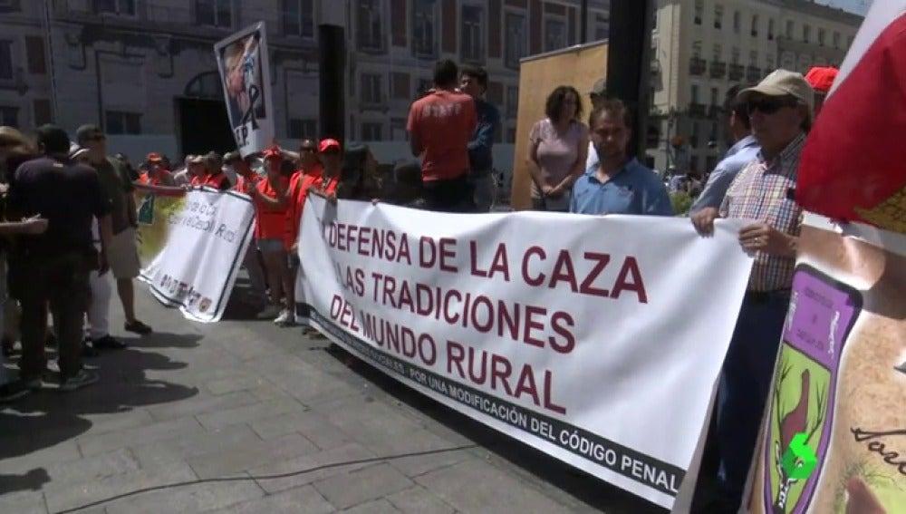 El sector de la caza se concentra en Madrid para exigir respeto hacia el colectivo