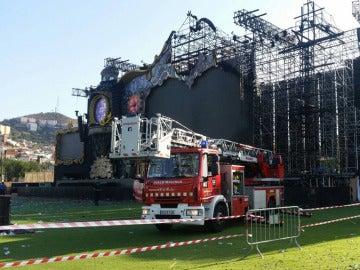 Los bomberos iniciando la investigación del incendio de Tomorrowland Barcelona