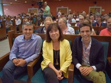 Cristina Narbona junto a Pablo Zuloaga y Pedro Casares