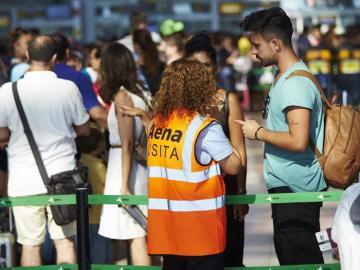 Una de las trabajadoras de Eulen del Aeropuerto de El Prat