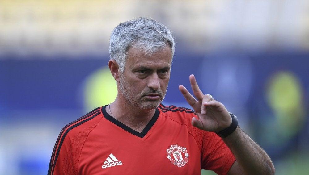 Mourinho, en un entrenamiento anterior a la Supercopa