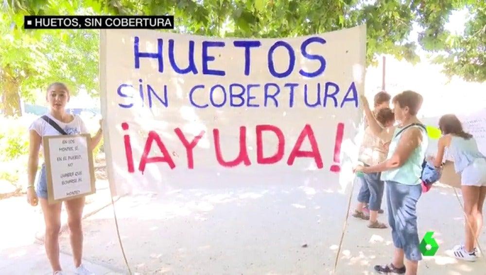 Los vecinos de Huetos, Guadalajara, se manifiestan porque allí no llega la cobertura