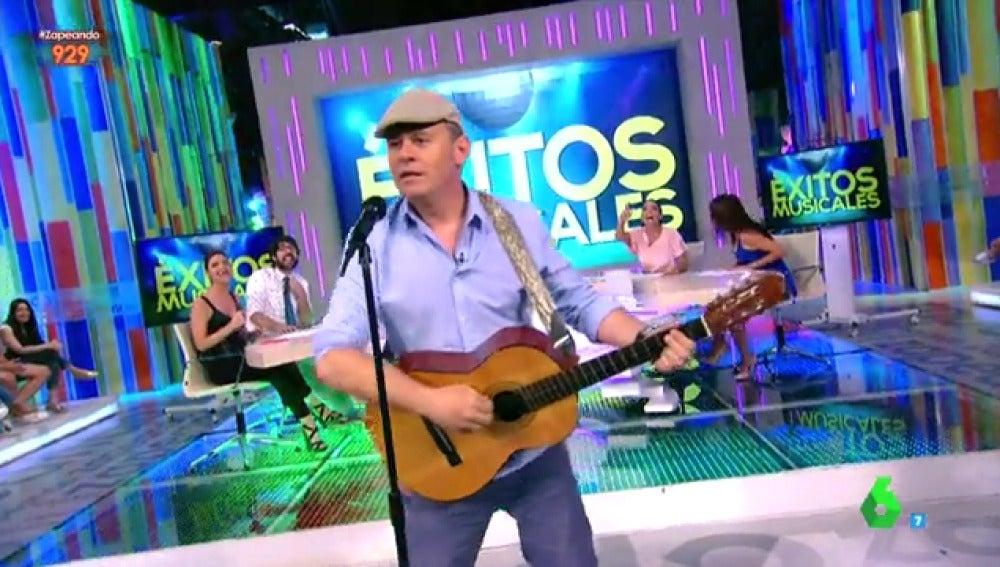 Miki Nadal cantando su versión del 'Despacito'