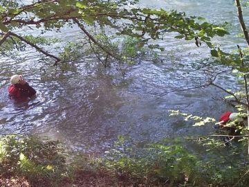 Efectivos de emergencias buscan a un pescador desaparecido en el río Ebro