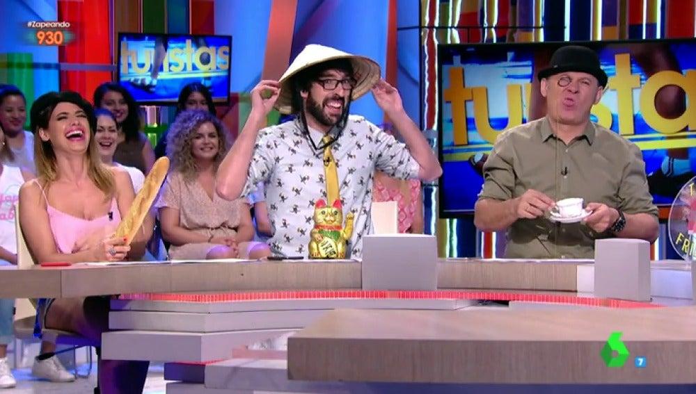 Ares Teixidó, Quique Peinado y Miki Nadal disfrazados de turistas