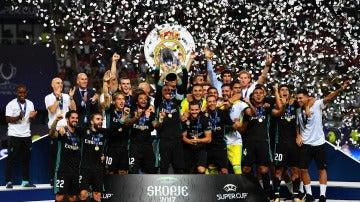 Sergio Ramos levanta la Supercopa de Europa en Skopje