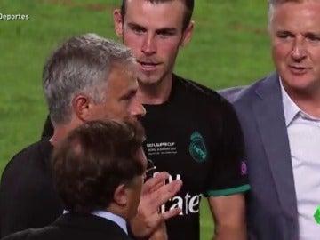El frío saludo de Mourinho a Bale en la Supercopa de Europa