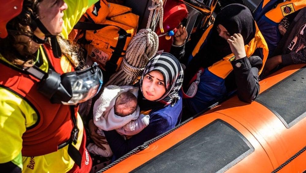 Rescate de una embarcación de refugiados