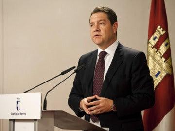 Emiliano García-Page durante la toma de posesión de los miembros de podemos