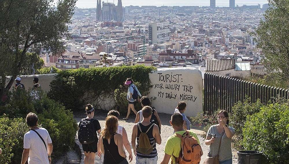 Pintada contra los turistas en Barcelona