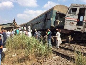 Imagen del tren siniestrado en Alejandría (Egipto)