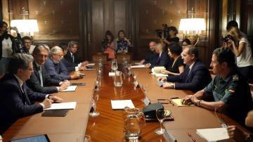 El ministro De la Serna preside la reunión del comité de crisis del aeropuerto