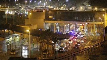 Vista del paso fronterizo del Tarajal de Ceuta con Marruecos, que cerró el transito de personas y vehículos ante la amenaza de un nuevo intento de asalto de inmigrantes subsaharianos
