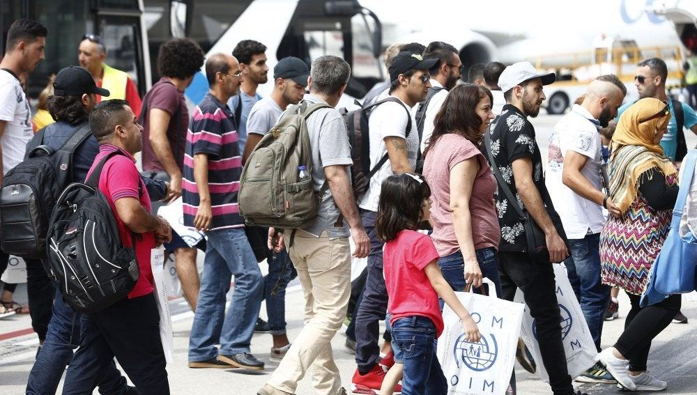 Llegada al aeropuerto Adolfo Suárez Madrid-Barajas de un total de 164 refugiados procedentes de Grecia