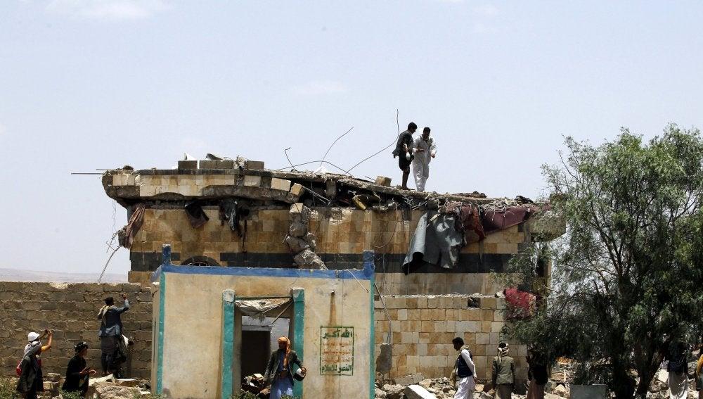 Imágenes del despefecto causado por el bombardeo saudí