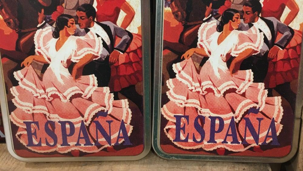 Latas de pimentón con la palabra España