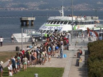 Así era la cola de gente para ir a las islas