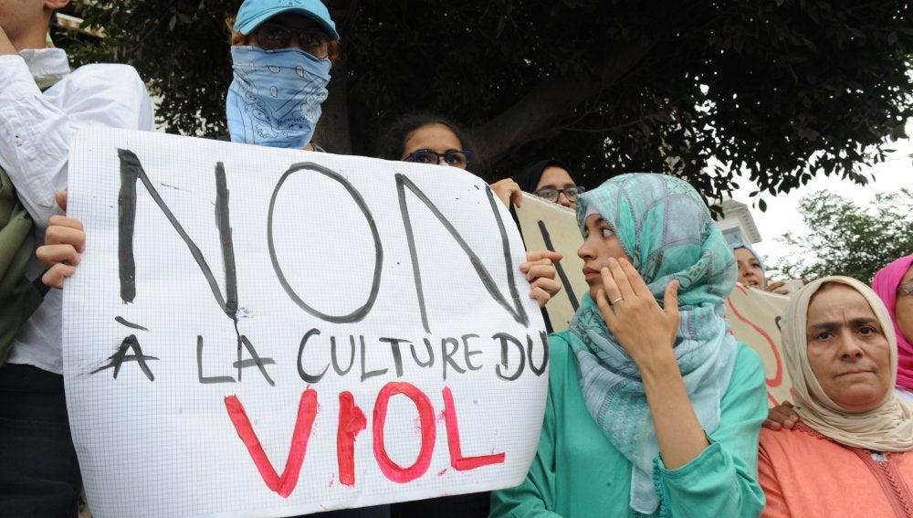 Violan 13 jóvenes a menor en Marruecos