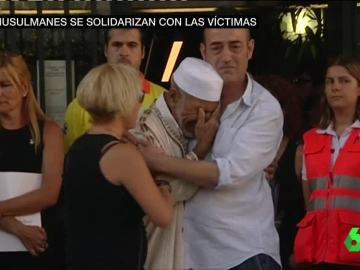 El imán sustituto de Rubí abraza a los padres de Xavi