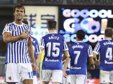 Xabi Prieto celebra su gol 50 con la Real Sociedad