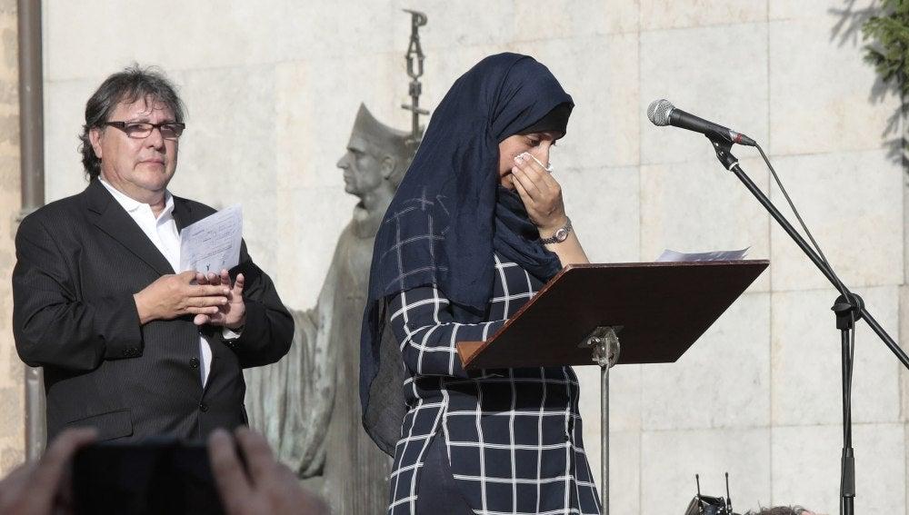Haifa Oukabir en la manifestación de Ripoll