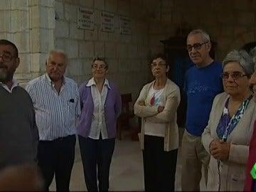 Algunos curas y monjas del pueblo en la iglesia