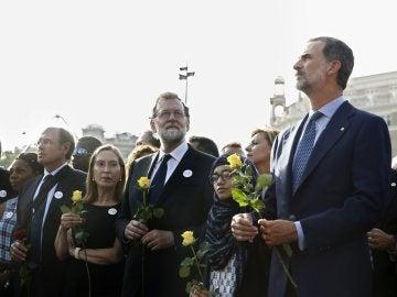 Abucheos al rey durante la manifestación de Barcelona
