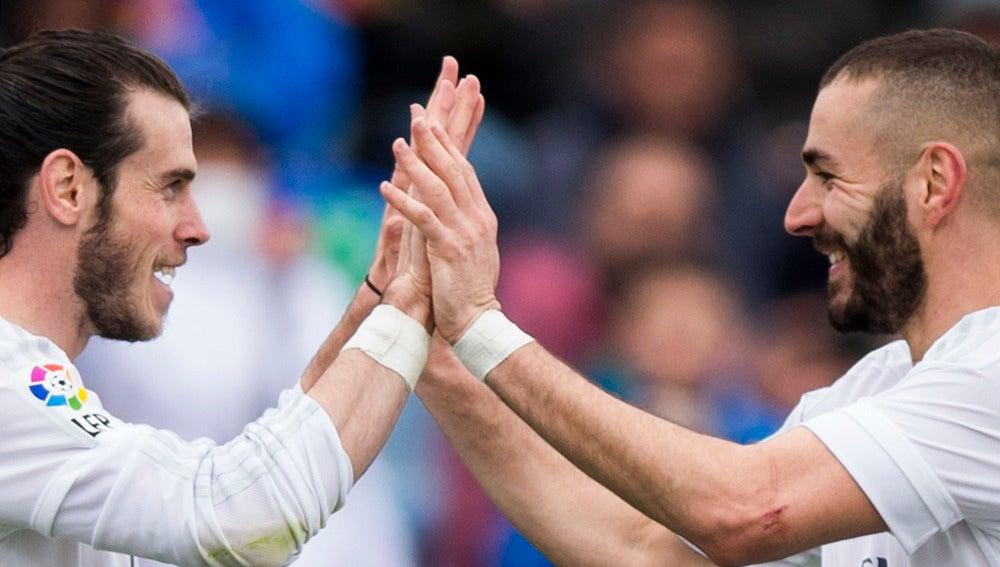 Bale y Benzema en un partido