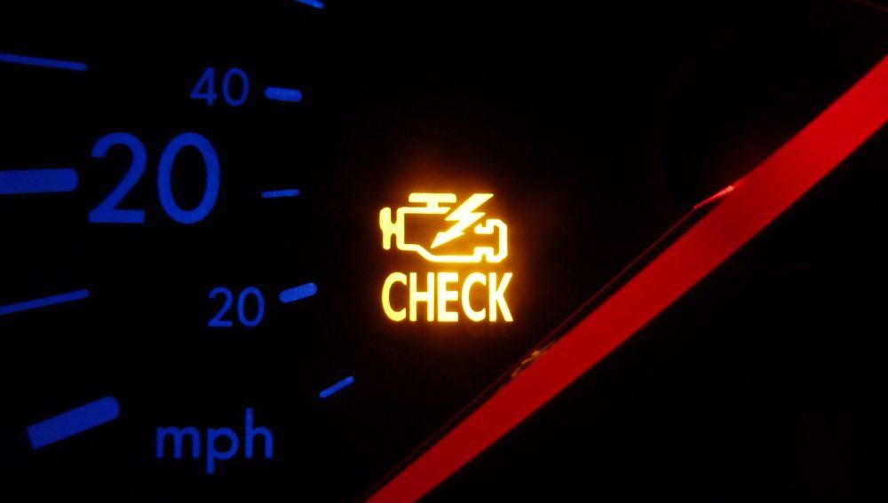 Testigo de avería motor: 5 causas que lo activan y hacen temblar tu bolsillo [VÍDEO}