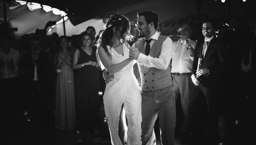 Alberto Garzón y Anna Ruiz en un momento de la celebración de su boda
