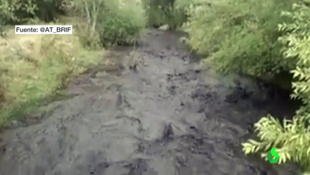 Ríos teñidos de negro y municipios sin agua potable, las consecuencias de las fuertes tormentas en buena parte de España