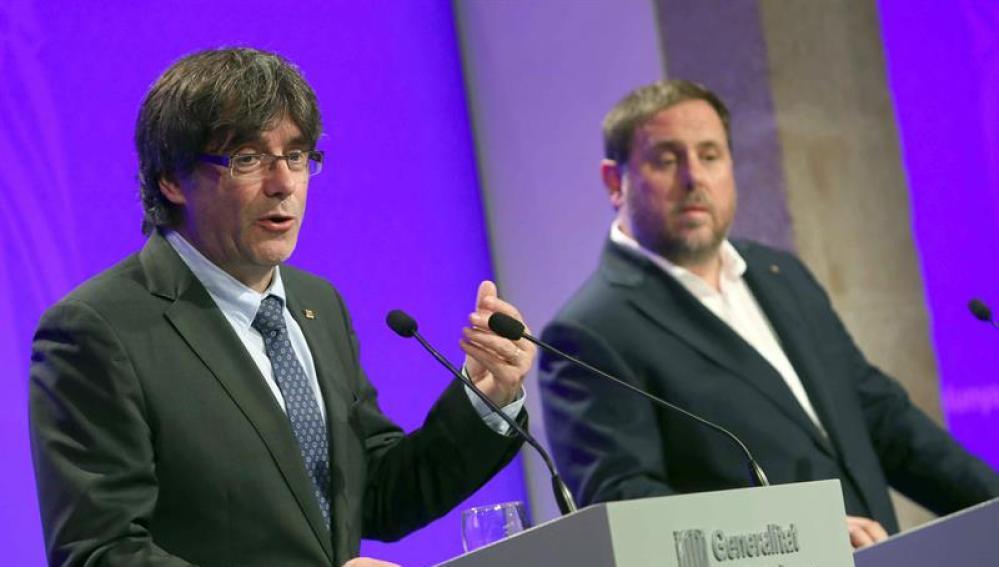 Carles Puigdemont y Oriol Junqueras durante la rueda de prensa