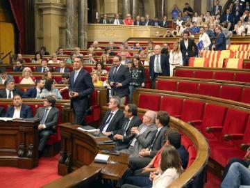 Los diputados de Ciudadanos, PSC y PPC abandonan sus escaños en el Parlament